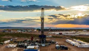 Produção americana de petróleo despenca. E deve cair mais. O WTI está estável na faixa dos US$ 40 o barril.