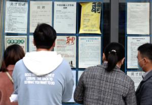 Coronavírus: a economia da China tem sua primeira queda desde 1976. Emprego cai 27%.
